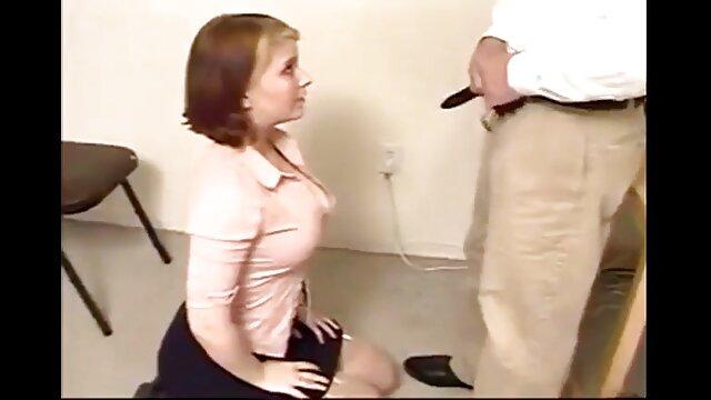 פורנו לוהט, ללא רישום.  האדון נתן את סרט סקסי חינם כל החורים לתלמידיו.